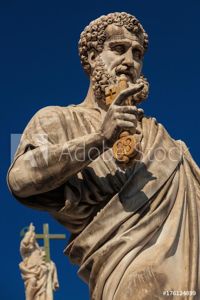 Statue des Heiligen Petrus; Christus im Hintergrund, Petersplatz Rom